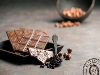 Купить Молочный шоколад с лесным орехом и изюмом