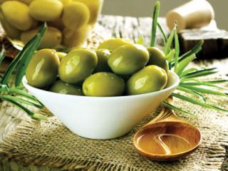 Купить Зеленые оливки с косточкой