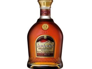 Купить Бренди ARARAT Васпуракан 15 лет выдержки 0.7 л 40% в подарочной упаковке