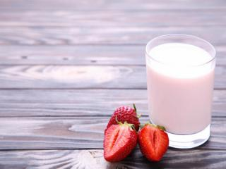 Купить Бифидойогурт из козьего молока с добавлением клубники