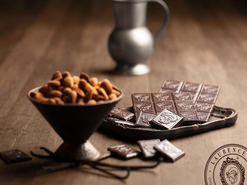 Купить Темный шоколад с миндалем