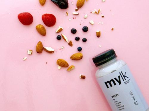 Купить mylk BERRY - миндальное молоко с ягодами